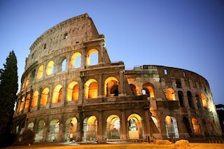 Italia: Tria viajará hoy a Bruselas para intentar que la CE acepte la rebaja del déficit al 2.04%