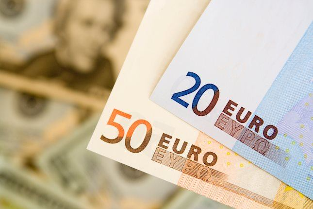 EUR/USD trims daily losses, dollar eases from fresh highs