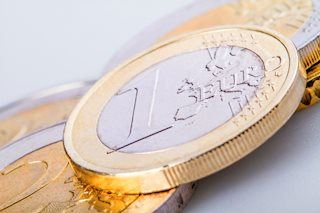EUR/USD nears daily lows as risk turns off