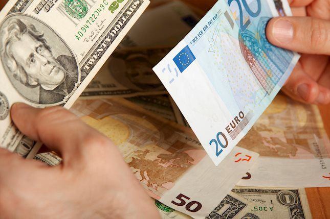 EUR/USD retreats from the highs as traders return from the long weekend