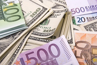 EUR/USD consolidates losses at weekly lows