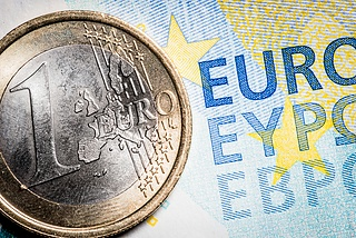 EUR/USD slides on USD strength, weak German data
