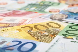 EUR/USD ticks up amid optimism about trade talks