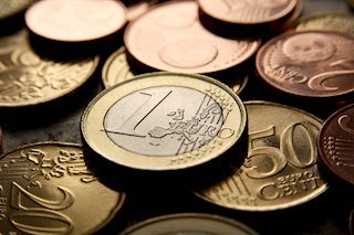 EUR/USD bounces from the 22-week low on upbeat US data