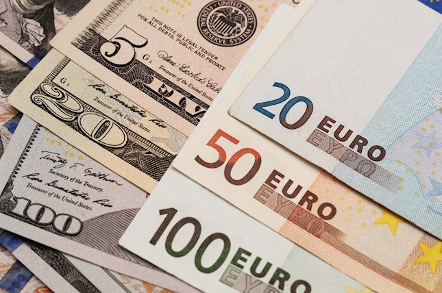 Eur Usd Turns Flat Below 1 14 As Dxy Clings To Gains Above 96